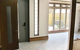 明るくて広い高級感のある玄関にリフォーム後画像