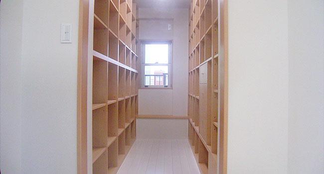 リフォーム後:たくさんの書籍は一部屋にまとめ、探しやすい配置に。