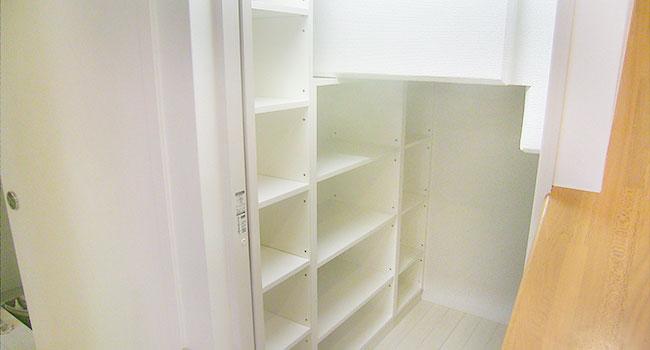 リフォーム後:収納するものの大きさに合わせて棚を設けてあります。