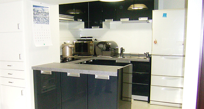 リフォーム後の最新設備を取り入れたキッチン