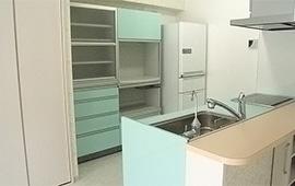 鮮やかな色使いでイメージ通りのキッチンを。リフォーム後画像